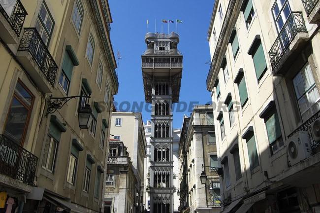 Lisbon_Santa_JustaElevator_Lift