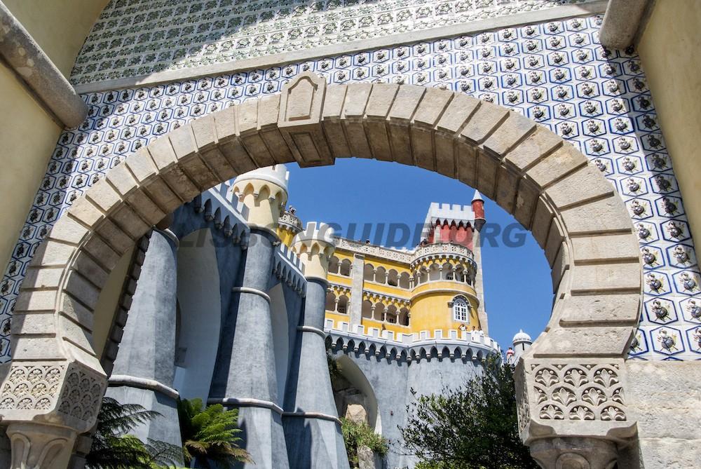 Pena_Palace_Entrance_Arch