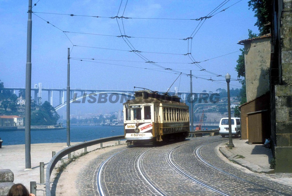 Porto_Tram_Riverside