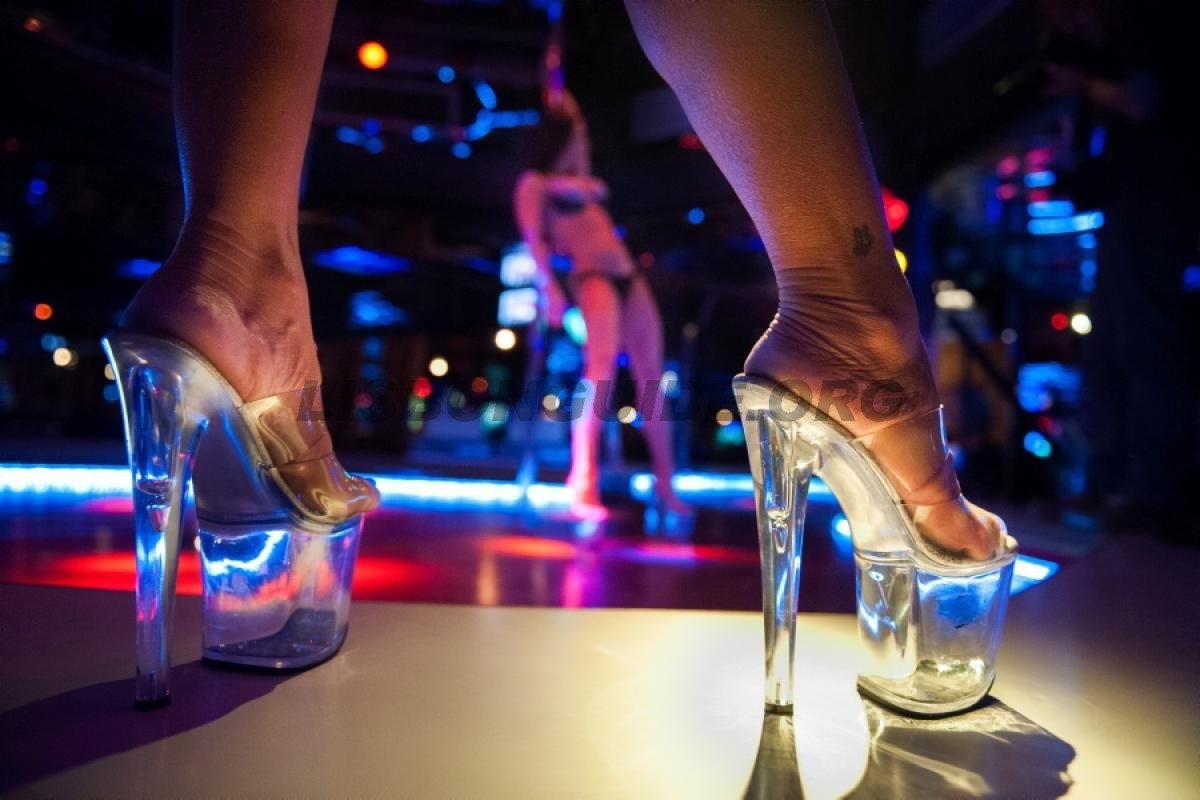 El mejor club de Striptease - DollHouse Strip Club