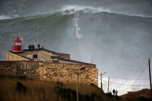 Nazare_Portugal_Waves