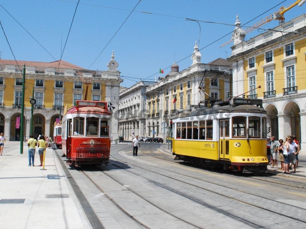 17-Lisbon_Tram_Praca_Comercio