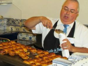 Pasteis_Belem_Custard_Tarts_Waiter